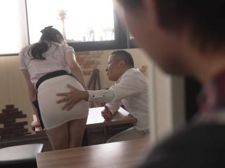 Anh nhân viên lặng nhìn crush bị quản lý địt